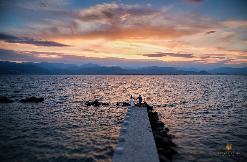 Wedding Photorgapher Greece NatVas Δύο νέοι άνθρωποι. Ένα αισιόδοξο νέο ξεκίνημα. Μια βόλτα, απόγευμα Κυριακής.