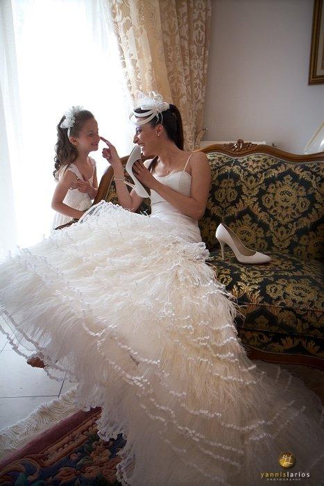 Wedding Photographer Greece i. Φωτογράφιση γάμου  14-Paranyfakia-nyfiko-papoutsi
