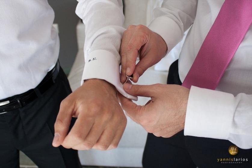 Wedding Photorgapher Greece SantoriniWedding-Groom-0004 Ήταν ένα τεστ αντοχής απέναντι στην ομορφιά! Γάμος στον Αγιο Γεώργιο Καβούρι, στο Ble Azure και μετά... Σαντορίνη