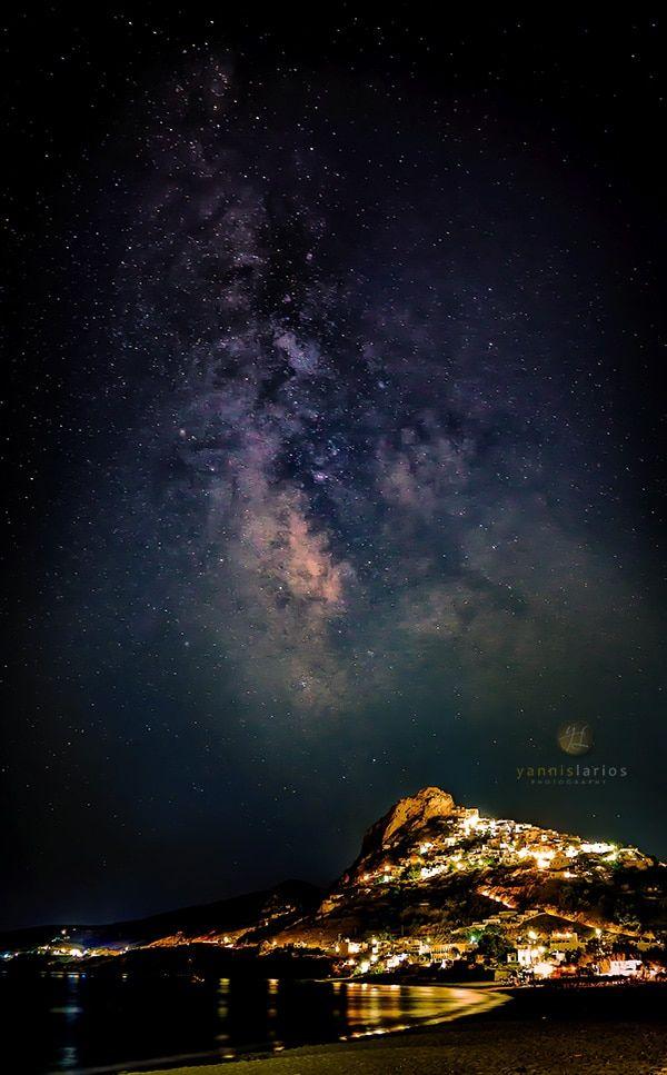 """Wedding Photorgapher Greece Skyros-Milky-Way-Larios Ο γαλαξίας πάνω από τη Χώρα της Σκύρου. Εκεί που αξίζει να """"σπάσεις"""" τους φωτογραφικούς κανόνες"""