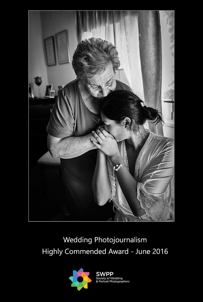Yannis-Larios-Wedding-Photographer-Award-Photojournalism